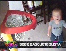 Bebé basquetbolista: pequeño maneja el balón igual que Michael Jordan