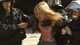 Berlín: activistas de Femen se manifiestan pidiendo ayuda a Obama