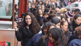 Fanáticas hacen largas colas para obtener entradas del concierto de One Direction