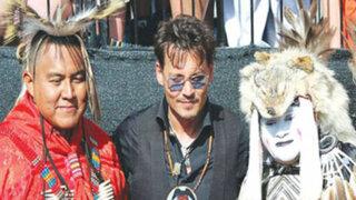 """Johnny Depp compartió premiere de """"El llanero solitario"""" con tribu comanche"""