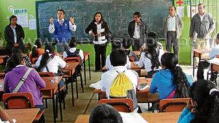Piura: profesor corta cabello a tres alumnas por ir despeinadas a clases