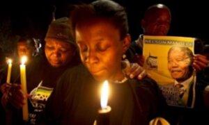 Miles de sudafricanos permanecen en vigilia por salud de Nelson Mandela