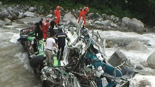 Aumentan a 22 los muertos tras caída de bus a un abismo en Yauyos