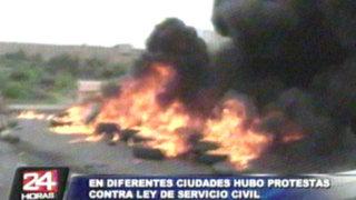 Ley de Servicio Civil: trabajadores bloquean carreteras y queman puentes en provincias