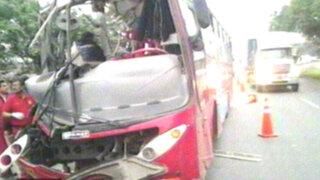 Bus de empresa 'El Rápido' impactó contra poste y dejó 23 heridos