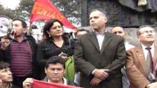 Manifestantes atacaron local de Gana Perú en marcha contra Ley Servir
