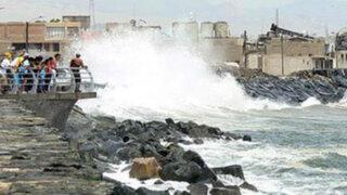 Cierran puertos por fuertes oleajes en el norte y sur del país
