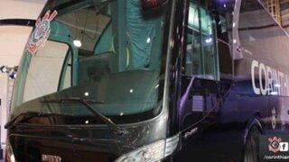 Hinchas del Sao Paulo atacaron el bus del Corinthians de Paolo Guerrero
