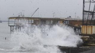 Cierran 58 puertos por fuertes oleajes en el litoral peruano