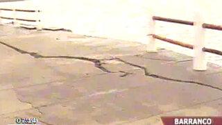 Advierten posibles derrumbes en balneario de Barranco tras fuertes oleajes