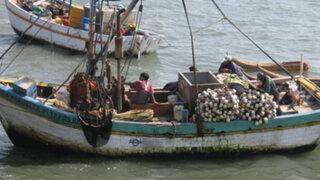 Impresionante rescate de tripulantes de bolichera que naufragó en Huacho