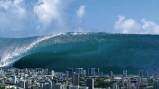 Japón y China en 'alerta roja' por olas de 9 metros de altura