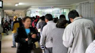Largas colas en diferentes hospitales del país por inicio de huelga de médicos