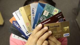 Especialista recomienda poseer dos tarjetas de crédito como máximo