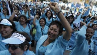 Más de 70 mil enfermeras iniciaron huelga nacional exigiendo mejoras laborales