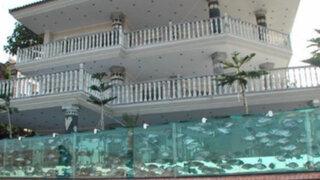 Empresario delimitó su vivienda con un acuario de 400 metros de largo