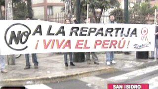 Grupo aprista Renovar protestan en la Vía Expresa por la 'repartija' congresal
