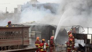 Bomberos héroes del incendio en Jr. Paruro piden ayuda para recuperar equipos