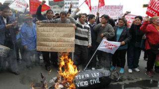 Cientos de manifestantes recorrieron las calles de Lima en marcha #27J
