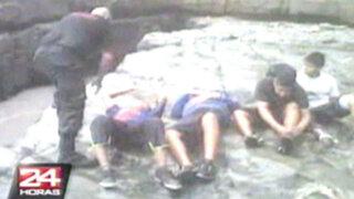 Rescatan a cinco jóvenes atrapados en peñasco de Ventanilla