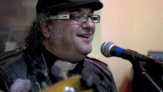 Cura y líder de banda rockera 'Pecadores' le compone canción al Papa Francisco