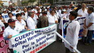 Noticias de las 6: Ministra de Salud evita diálogo con médicos tras 15 días de protestas