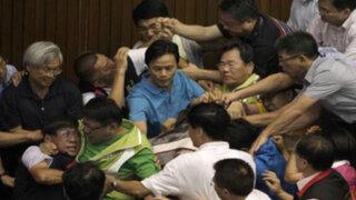 VIDEO: Batalla campal en congreso de Taiwán deja varios congresistas heridos