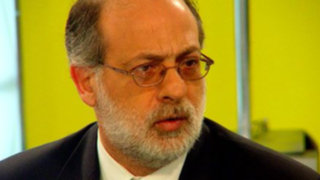 Congresista Abugattás: Que tire la piedra quien esté libre de coca