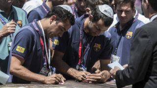 Jugadores del Barcelona pidieron sus deseos al  'Muro de las Lamentaciones''