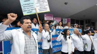 Huelga médica continúa pese a ofrecimiento de aumento salarial
