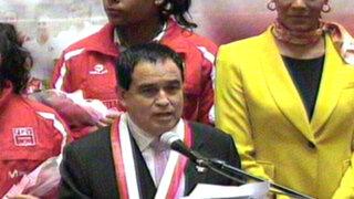 Otárola se equivocó más de una vez en homenaje del Congreso a 'matadorcitas'