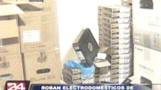 Roban más de un millón de soles en electrodomésticos de tienda en VES