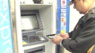 Descubren dispositivo para robar información de cajero automático en Lince