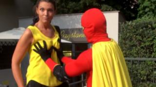 Boobs Man: un superhéroe polaco y su peculiar lucha contra el cáncer de mama