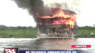 Incendio destruyó embarcación que trasladaba turistas en Iquitos