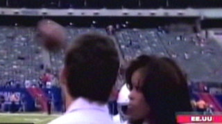 EEUU: periodista deportiva recibió un balonazo durante encuentro de la NFL