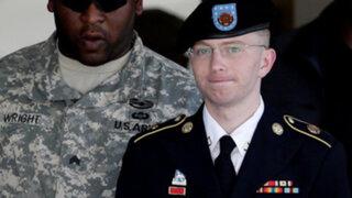 Condenan a 35 años de prisión a soldado que filtró documentos a WikiLeaks
