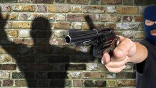 Mujer policía se enfrenta a ladrones y logra frustrar asalto en Santa Anita