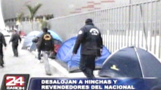 Desalojan a personas que acampaban en los alrededores del Estadio Nacional