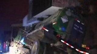 Ventanilla: cisterna se empotra contra local de Perú Posible y mueren dos personas
