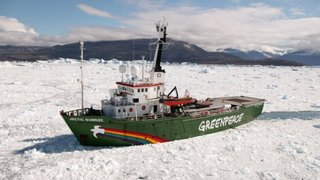 Rompehielos de Greenpeace irrumpe en el ártico pese a amenazas de Rusia