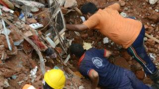 Al menos 11 muertos deja derrumbe de dos edificios en la India