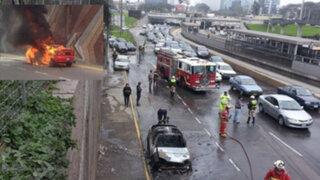 Auto se incendia en la Vía Expresa y causa gran congestión vehicular