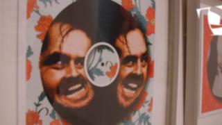 VIDEO: Exposición 'Disco Rayado', arte plástico sobre 'long plays' de vinilo