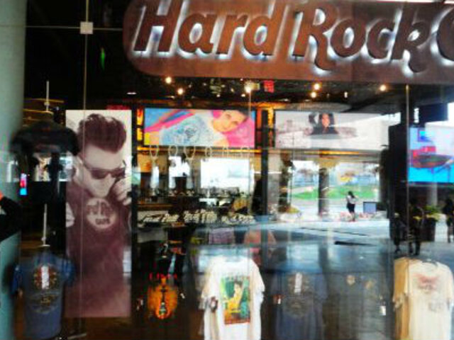Surco: Clausuran Hard Rock Café por presunta discriminación sexual