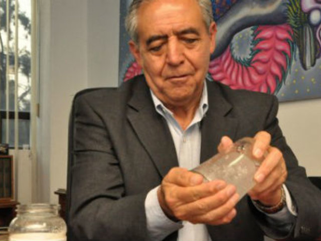 """Ingeniero mexicano crea """"agua en polvo"""" contra la sequía"""