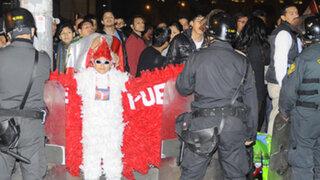 Hinchas peruanos hostigaron toda la noche a la selección uruguaya