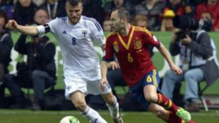 España venció 2-0 a Finlandia y quedó a un paso del Mundial Brasil 2014