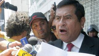 Marco Tulio Gutiérrez recogió planillones para firmas a fin de revocar congresistas