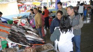 Amas de casa optan por el pescado ante alza en el precio del pollo